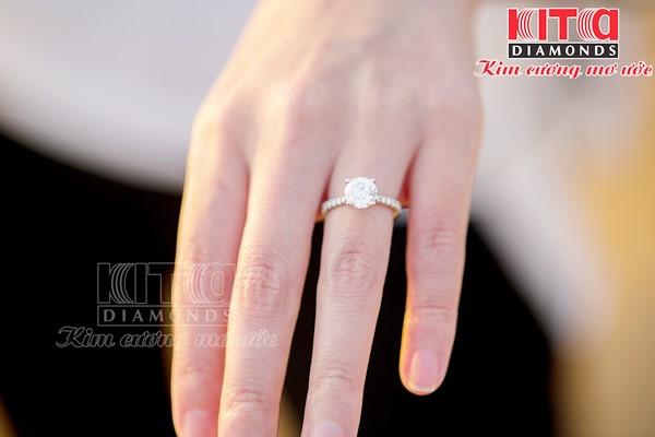 Vì sao nhẫn kim cương cầu hôn là lựa chọn hoàn hảo